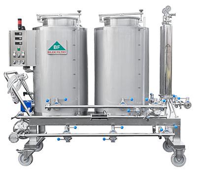 Sanitační stanice se zásobními tanky 2x300 litrů