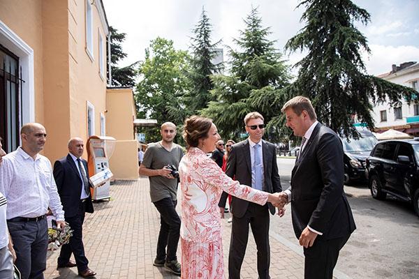 Uvítání českého ministra zahraničí v pivovaru Ludi Batumuri v Gruzii