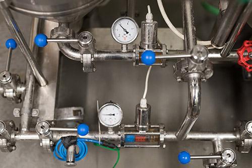 ovládací klapky filtru na pivo