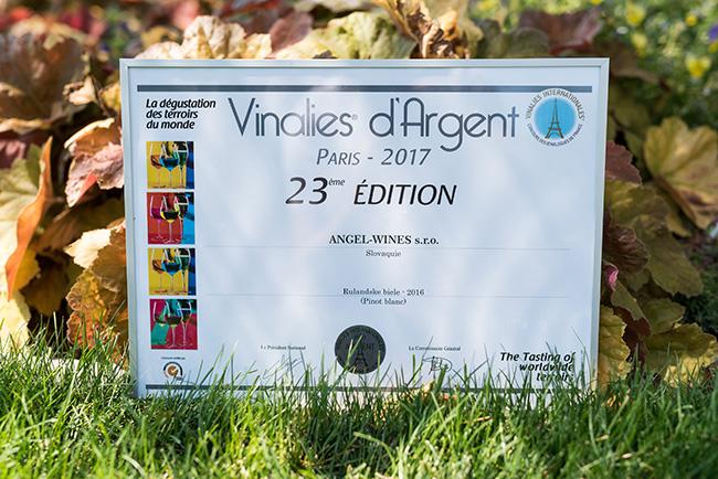 Diplom udělený Angel Wines za dvě stříbrné medaile na pařížském Vinales Internationales 2017
